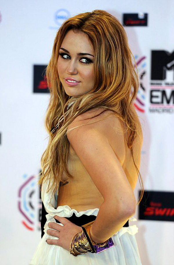 Mileycyrus side boobs at the MTV European Music Awards Roundup ...
